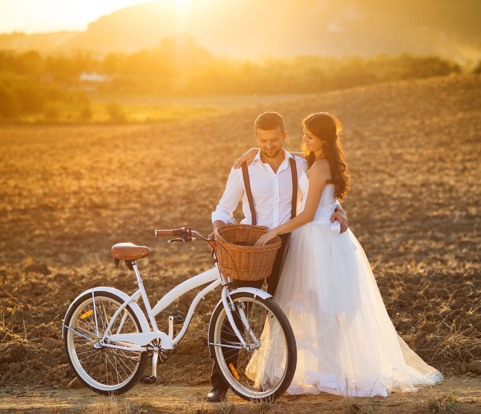 the best light for couples wedding photographs